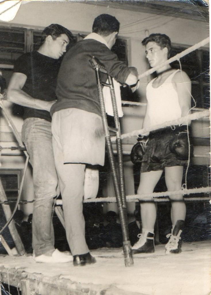 Barral, en el rincón, Carlos Anaya y Joe Grandio en la esquina.