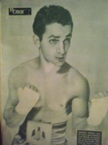 Contraportada de la revista Boxeo, con el cinturón de campeón de España. Archivo boxeodemedianoche.com