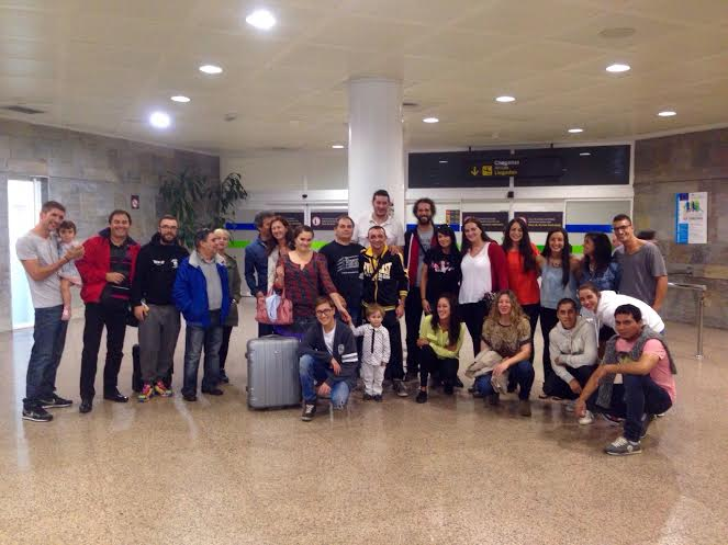 Valery Yanchi fue recibido en el aeropuerto por un grupo de seguidores y amigos.amigos que se desplazaron