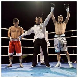 Moncho Miras entró por la vía rápida en la senda victoriosa del boxeo profesional