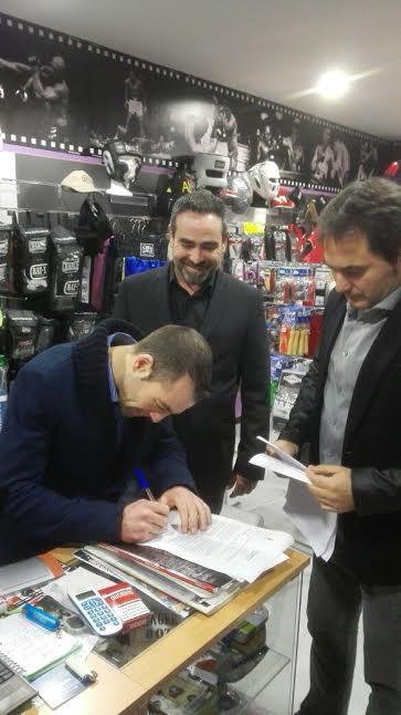 Moncho Miras, Manu Dieguez y Chano Planas, firman el contrato que les une en TopBoxing.