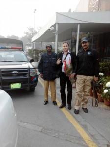 Conscientes de la conflictividad del país, el gobierno pakistaní, designó miembros de seguridad armados, a la comision del CMB.