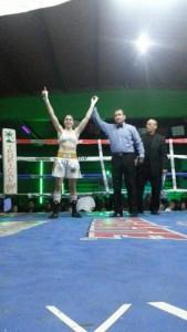 La Potrilla es proclamada vencedora por ko técnico a lo pocos segundos del primer round.