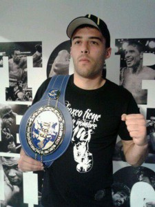 Adrián Miraz con el cinturón EBU de Valery Yanchy.