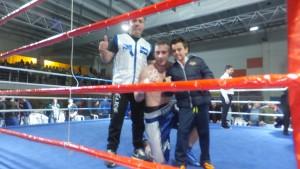 Alberto Piñeiro con su entreador Miki Sanchez y un infantil admirador. fobox