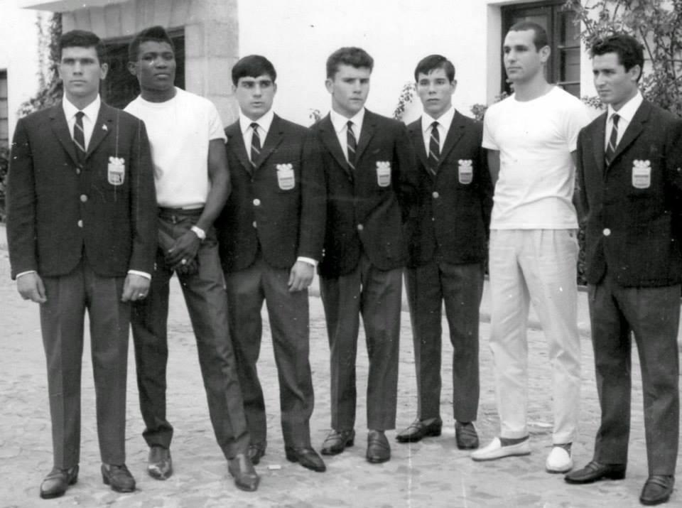 Equipo Olímpico Español en Tokio Velazquez ( Legrá de visita ) Senin, Barrera Corpas, Loren y Palenke.