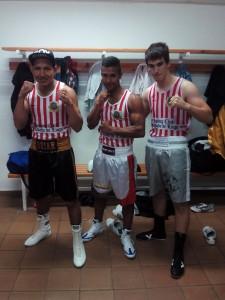 Brian Aranibar, Cristián Girón y Cristián Trujillo tres mosqueteros de Rcky Álvarez que ayer intervinieron en la velada de Miño. foto Álvarez.
