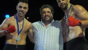El concejal y expromotor Fran Portos entregó los trofeos del soberbio combate de Fonsi Quintas ante  Moraru.