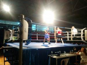Izquierdo, calzón azul Fahim, calzón negro ofrecieron un espectacular combate. foto movil Mero Barral.
