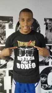 El Peligro con la equipación de su marca boxítica. foto TopBoxing.