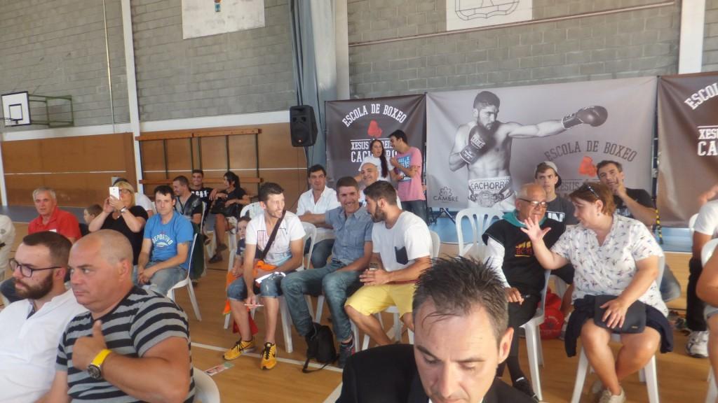 En el debut con su Escola de Boxeo, Cachorro estuvo arropado por la presencia de Dinky, Zapata y Yanchy.