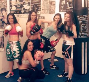 Ana Acevedo, Marta Brañas, Lucia Rogel, Alba Fagíl Montse Rey, en cuclillas, conforman el Team Planas femenino del día 9 de octubre.