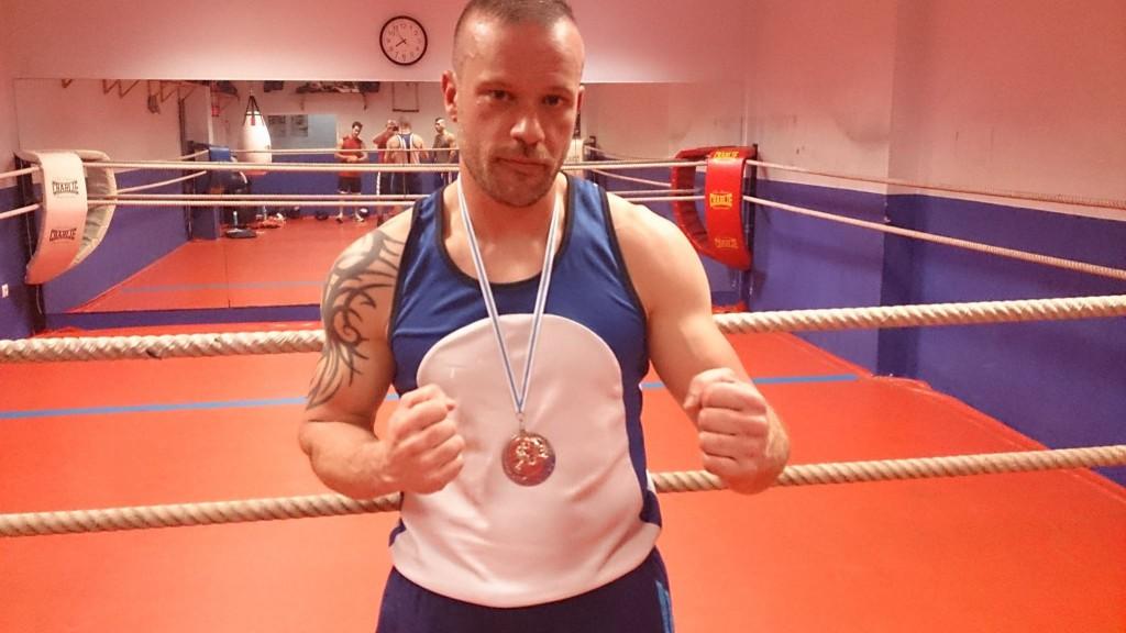 Jose Moler medalla de Bronce Campeontos Gallegos 2015 foto ClubStadium.