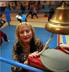 La pionera del arbitraje femenino en España, madre de boxeador y esposa de exboxeador, llegó al boxeo a los 16 años.