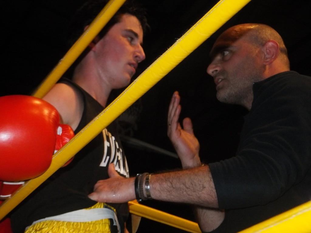 El dúo Cristian Teira y Sergio Seco del Club Boxing Padrón alcanzarón un importante triunfo en Gijón. boxeodemedianoche