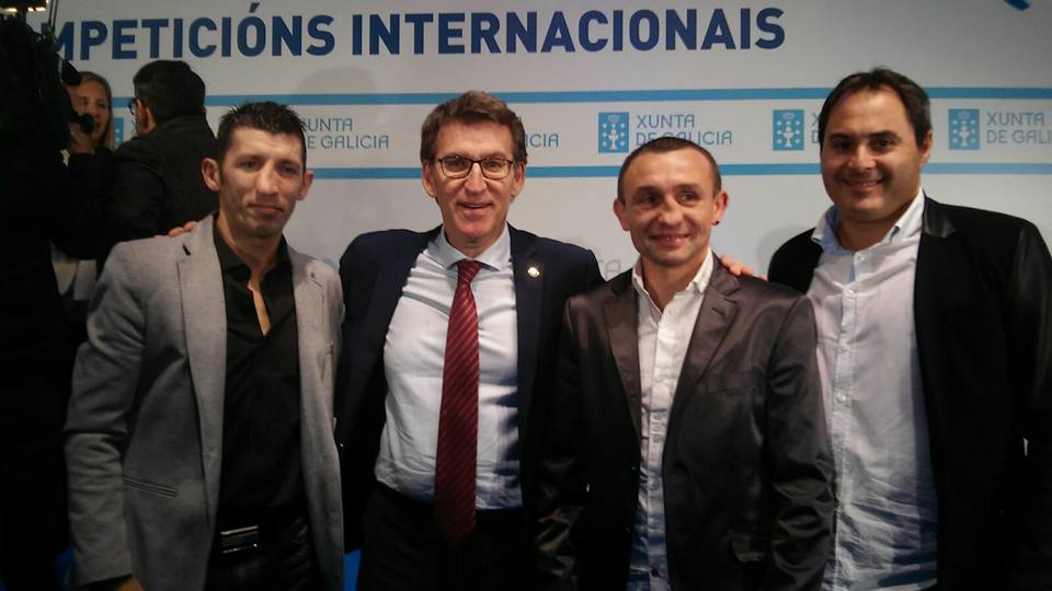 Valery Yanchy a la izquierda del presidente Feijoo en la recepción a los deportistas gallegos destacados en el plano internacional. foto Promosport.