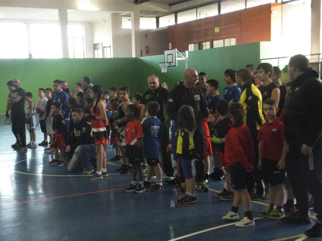 Participantes y entrenadores antes de las presentaciones.