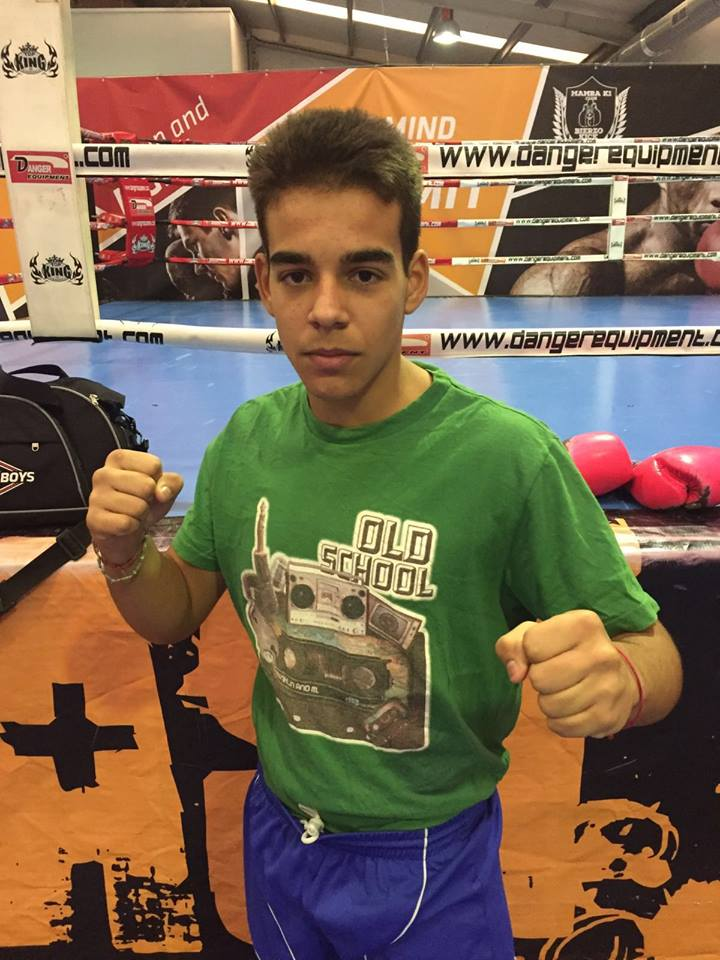 El debutante Stefan jimenez, pupilo de Diego Vazquez encuadrado en el Club Kickboxing Valdeorras. foto cortesía de Mamba 1