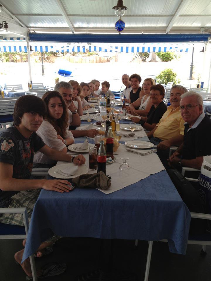 La familia Amoedo del Saudade vigues comparten mesa y mantel en Tenerife con RUBÉN MORALEJO ALCÁNTARA.