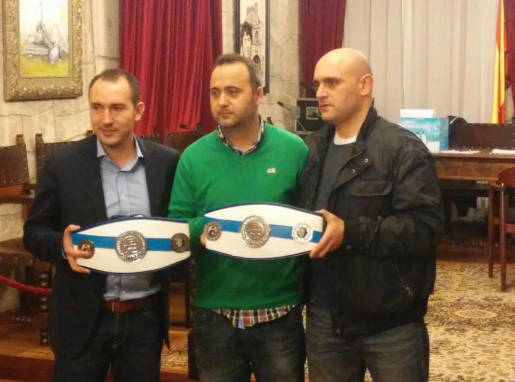 El alcalde de Padrón ANTONIO FERNÁNDEZ, el empresario ANGEL FRESCO y SERGIO SECO un triunvirato en apoyo del boxeo gallego.
