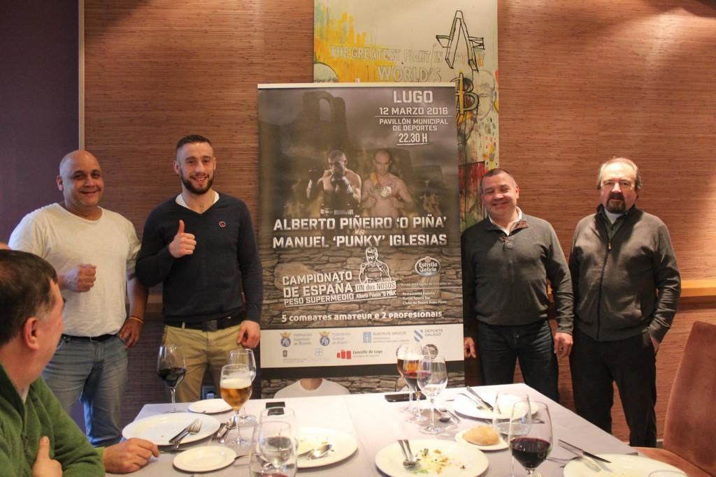 ALBERTO PIÑEIRO y su entrenador MIKI SÁNCHEZ en la presentación de su anterior combate por el título de España , en el restaurante España de Lugo.