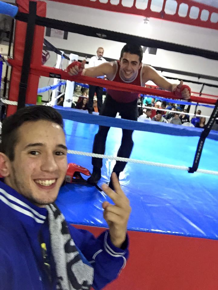 MANU MIGUEZ sobre el ring, y J. LUIS SILVA conponentes del Gym Olimpos de Orense.