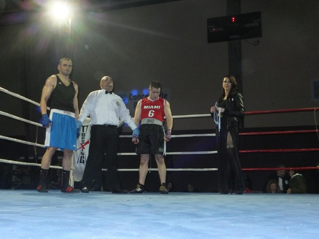 GEMMA AMOEDO espera el resultado del veredicto, para optar a la entrega de trofeos de la categoría pesado, al vencedor STOYAN STEFENOV