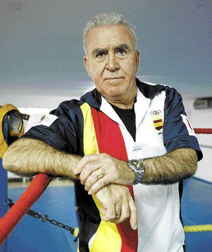 Los pupilos del decano del boxeo gallego, alcanzaron un pleno en la primera jornada de los Campeonatos Promesas en Boiro. foto Saudade.