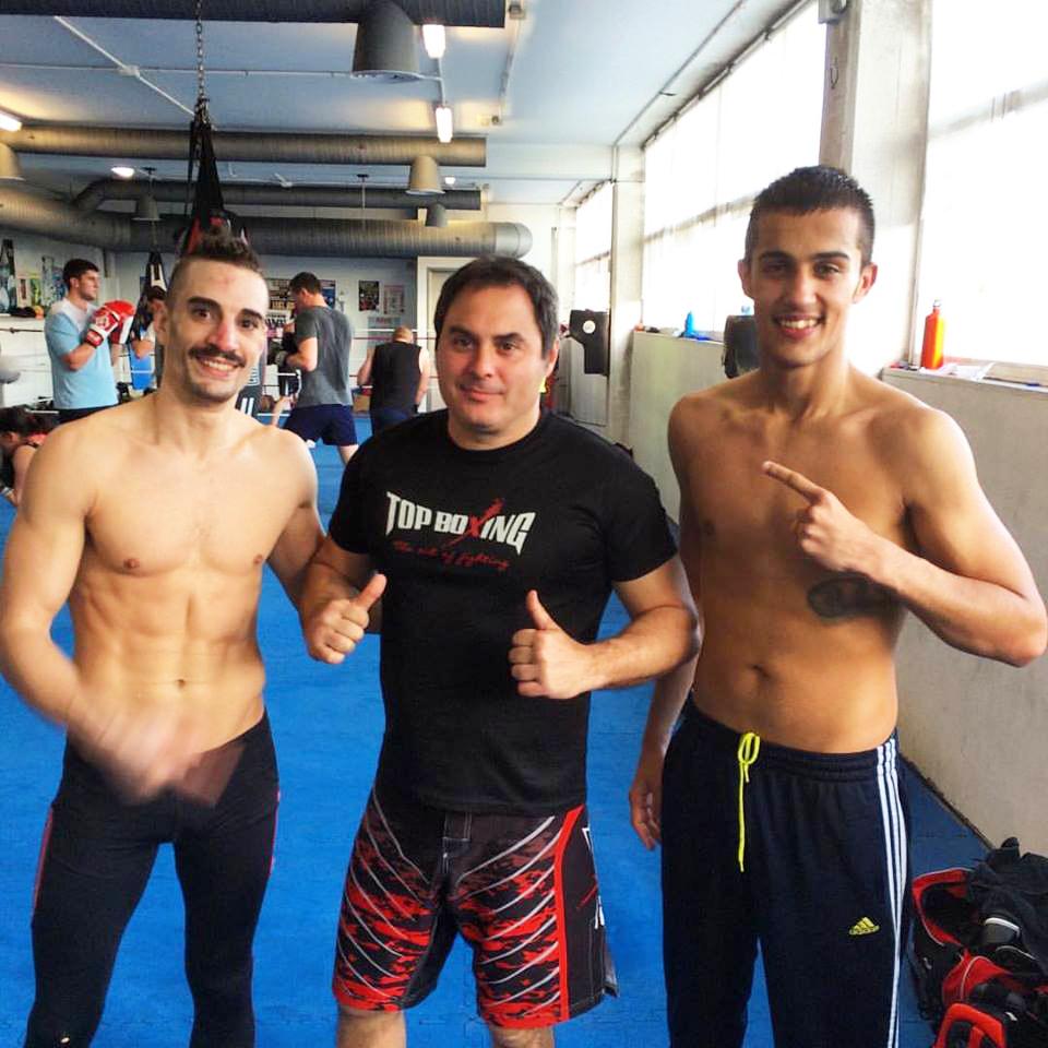 """ITO """" PISTÓN """" GARCÍA (drcha) con su manager y entrenador CHANO y su compañero CHAUDARY."""