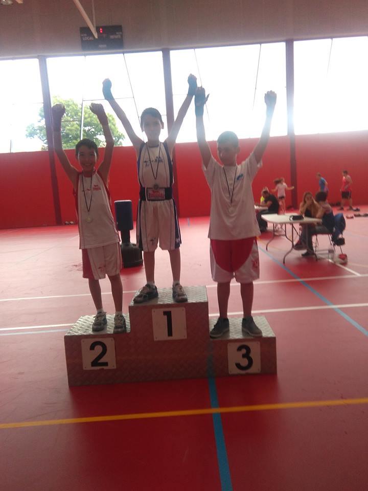 UNO de los múltiples podios del Torneo Infantil de Palmeira