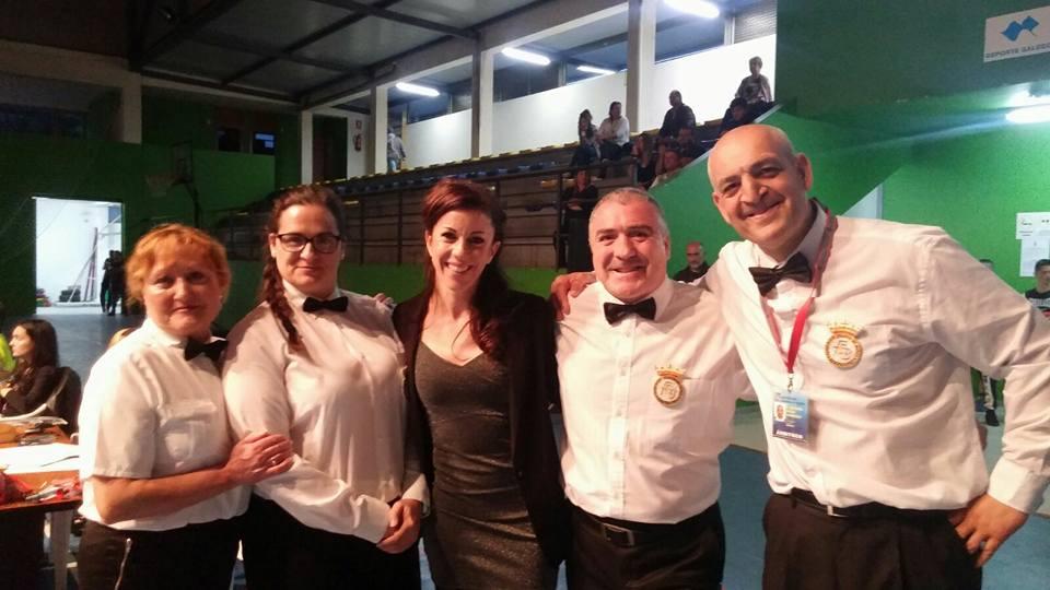 Los colegiados gallegos ÁLICIA LÓPEZ, EVA SÁNCHEZ, RAIMON FERNÁNDEZ y JOSÉ M. VILAS, con  GEMMA AMOEDRO (centro)