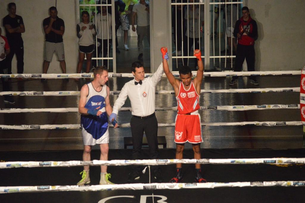Entre dos excelentes boxeadores, se impuso YDNE SUBIÑAS a OSCAR BLANCO. foto Juan Barral