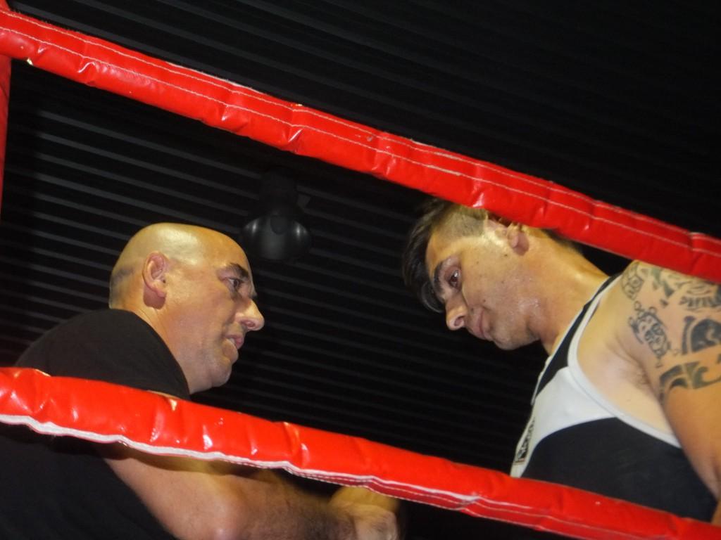 Jesús Cancela, en la esquina con su entrenador Suso Penela, no pudo alcanzar el triunfo.