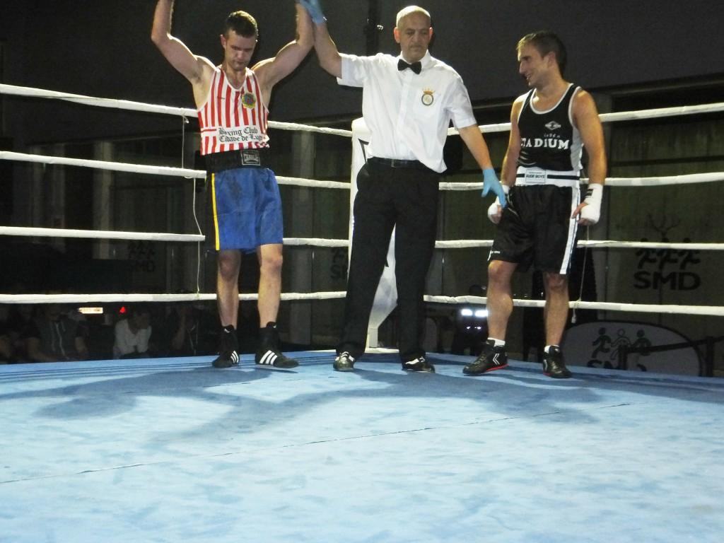 Carlos Bao volvió a imponerse en el combate de revancha frente a Rubén Paulos.