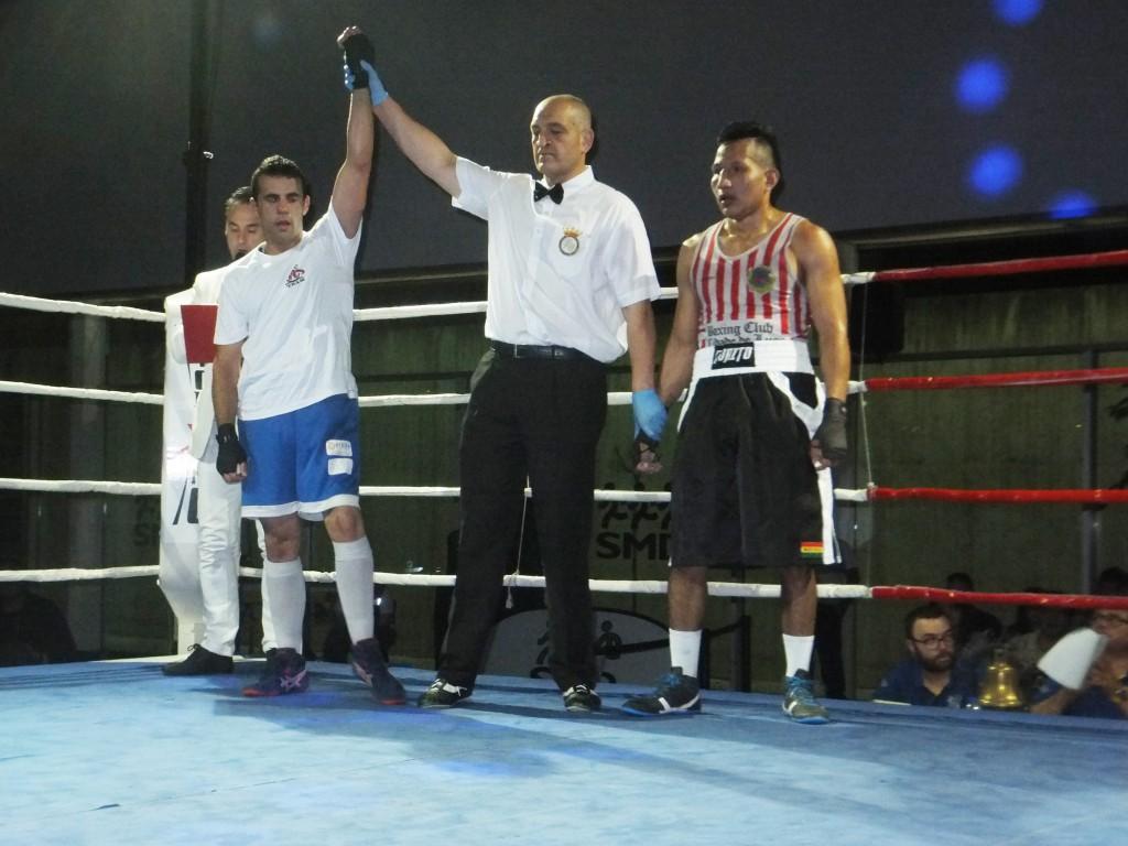 Aarón González se impuso en un excelente combate al bravo Brian Aranibar.