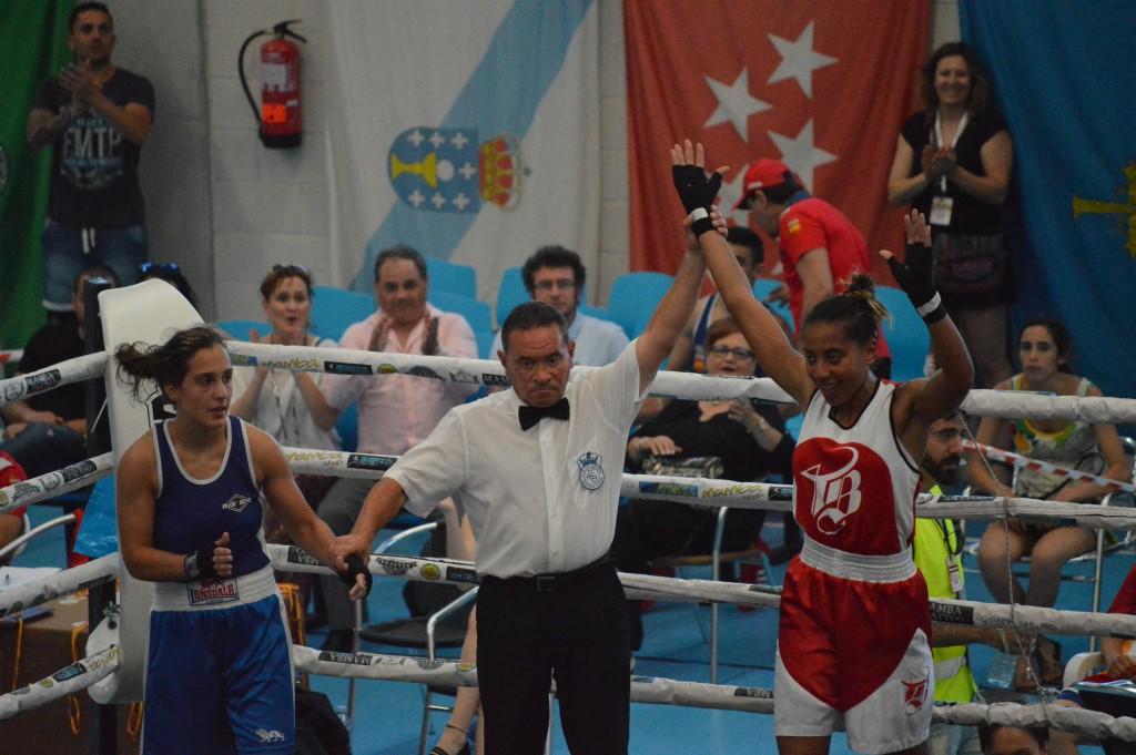 Estefanía Mendes Andrade en el momento de ser proclamada Campeona de España de la división ligero. foto Juan Barral