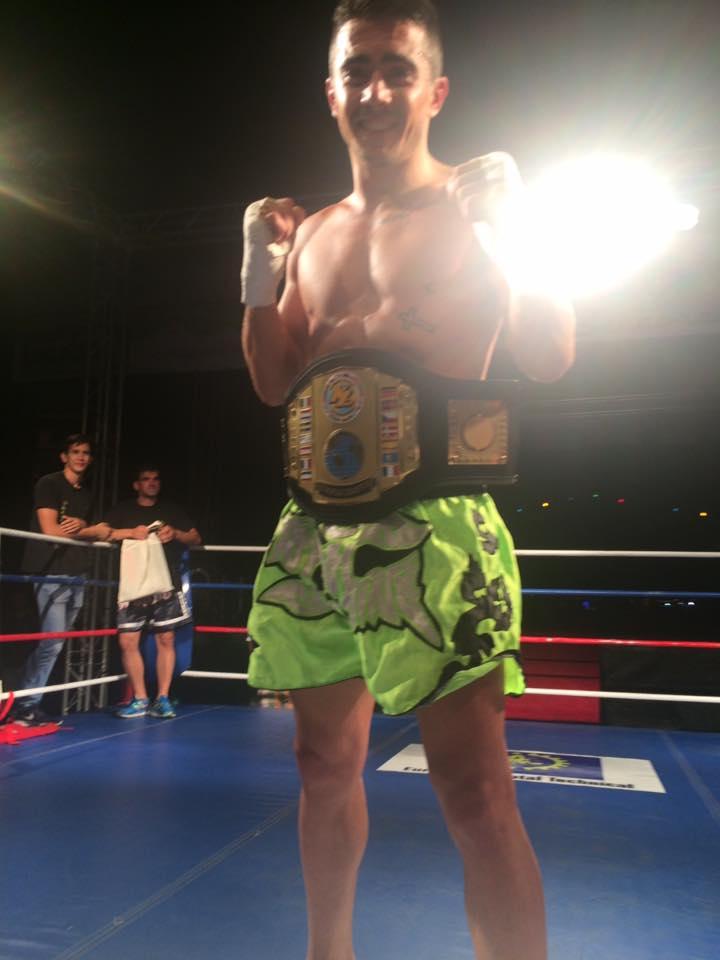 El flamante Campeón de Europa de Kick boxing MANUEL MIGUEZ ESCUDERO del Gimnasio Olimpos de Orense.