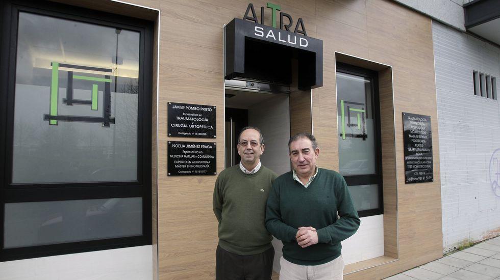 La pionera labor de los prestigiosos especialistas médicos ANTELO YEBRA y POMBO PRIETO, discurre, ya, por el VII Congreso. foto La Voz de Galicia.