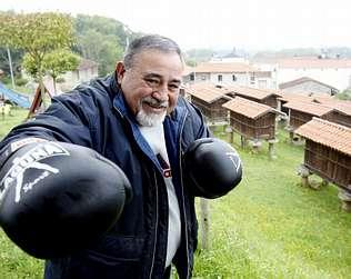 BENITO CANAL RODRIGUEZ en su casa de A Merca ( Orense ) foto Pili Prol- La Voz de Galicia.