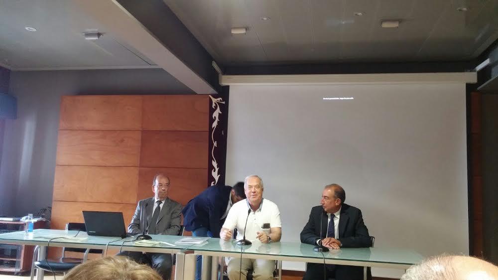 Los directores Enrique Antelo y javier Pombo, flanquean al Alcalde Ramón García. foto Vilas Carrillo.
