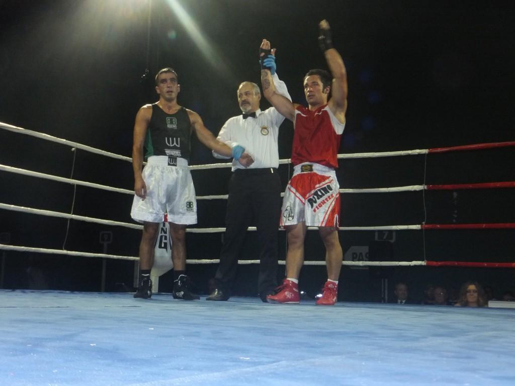 El pundonoroso Diego Couceiro sumó una victoria más ante el buen púgil Pedro Oliveira.