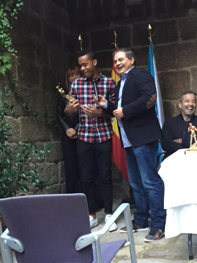 YOELBIS MEDINA ha alcanzado el estatus de mejor promesa del boxeo gallego por sus logros en los campeonatos gallegos de Formas de Boxeo en los que alcanzó la medalla de Oro, así como las primeras plazas conseguidas en diferentes torneos. En la actualidad se mantiene invicto en los 6 combates que lleva realizados en el boxeo olímpico gallego. E. S.