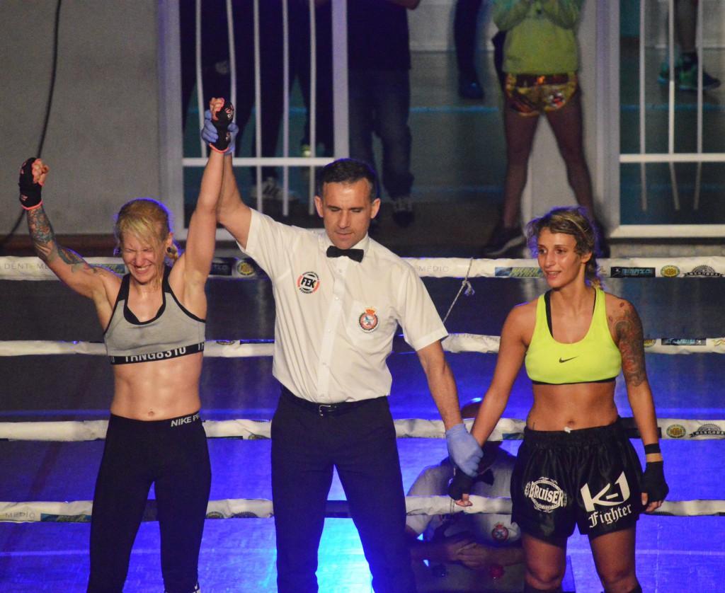 la fighter valdeorresa ANNABEL SUÁREZ ( a la izquierda ) será uno de los grandes atractivos de la IX Velada O Barco de Valdeorras