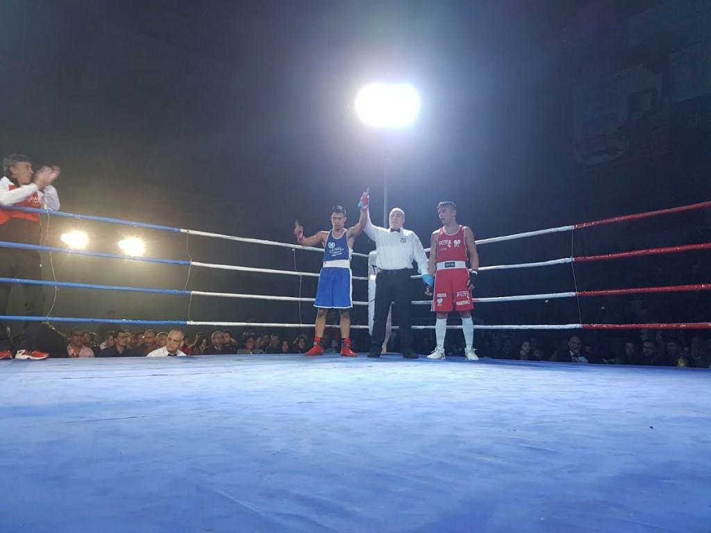 El boxeador del Azteca Borja Martinez cayó ante el cántabro Brayan
