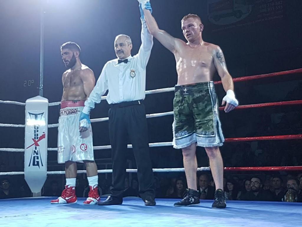 """El tri-campeón nacional Jesús Ferreiro """" Cachorro """" en una imagen de su último combate. foto boxeodemedianoche"""
