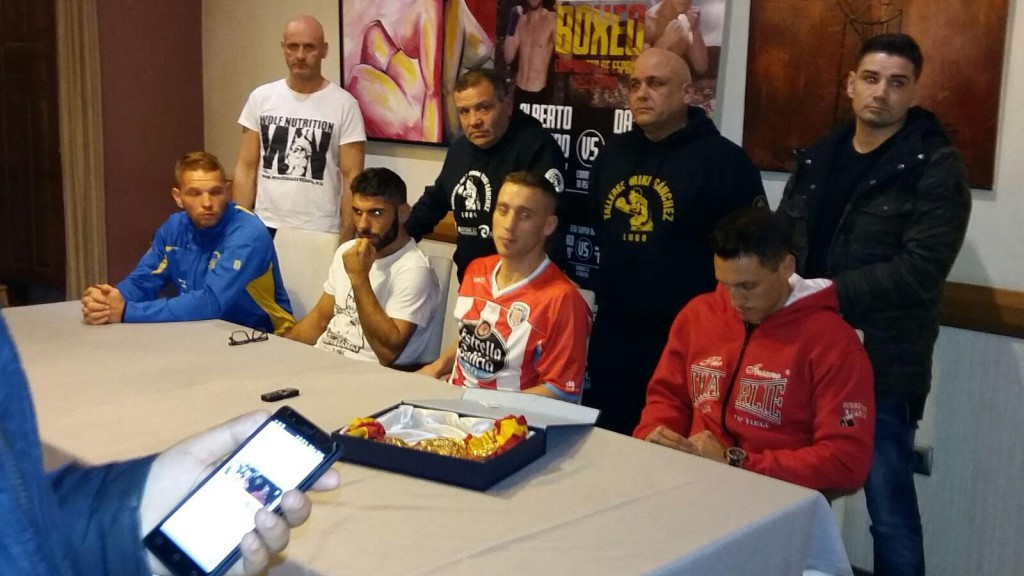Previo al pesaje oficial se llevo a cabo una rueda de prensa con los protagonistas. foto Miki Sánchez.