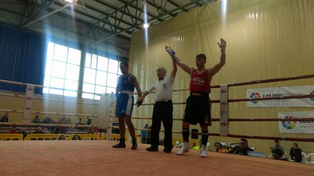 Alberto Loureiro López, después de un triunfo por ko Técnico y una victoria por decisión unánime, se enfrentará en la final a Slavo.