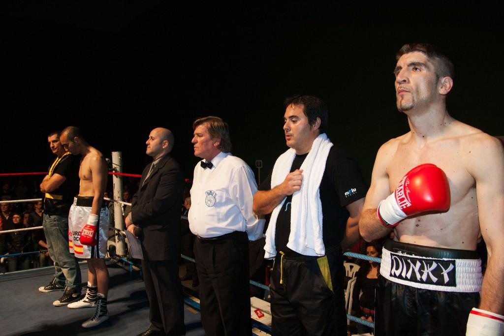 Preliminares del combate en el que Iván Dinky retuvo el título ante Luis García-Morato Crespo. Foto Juan del Rio.