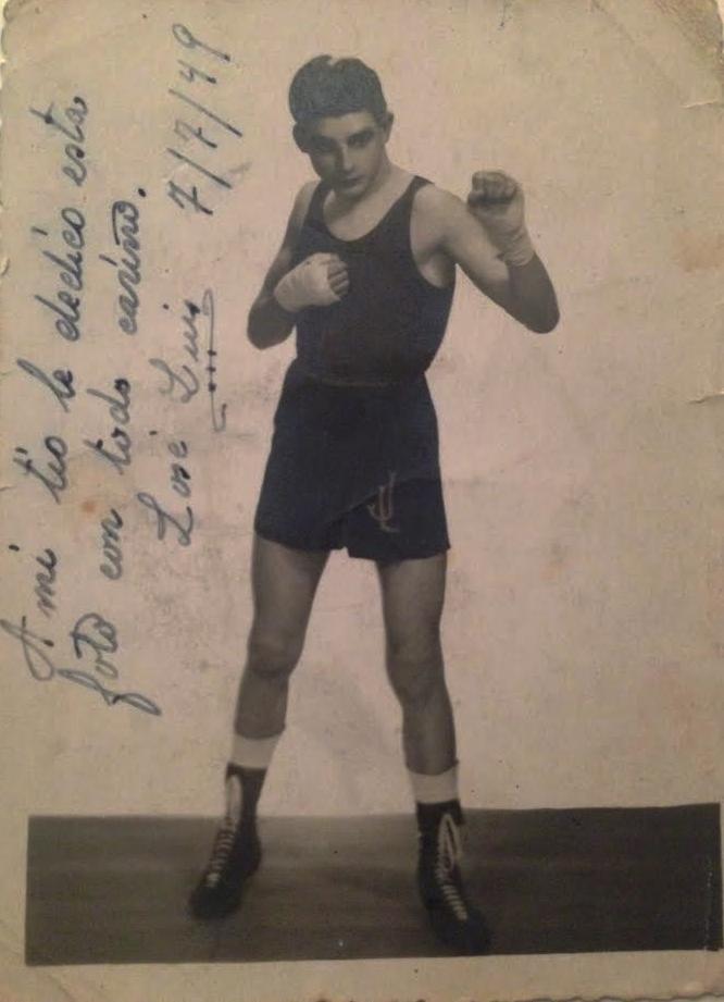 José Luis Vidal en una imagen, de su etapa como boxeador aficionado, dedicada a su tio. Foto archivo de Julio Vidal Robelo.