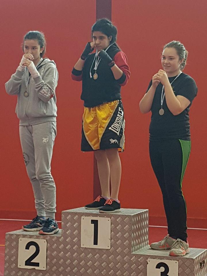Uno de los podios de categoría femenina del torneo organizado por Israel Benitez
